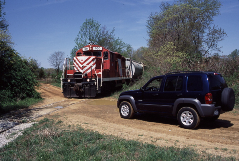 srnj-farm-crossing-2004-jeep-liberty.jpg